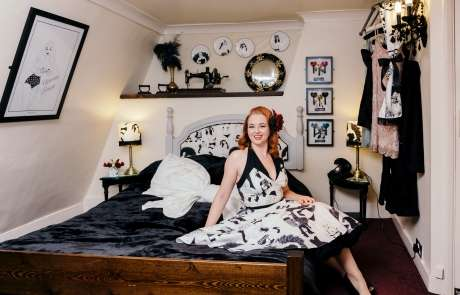 bedJessica_Milberg_Photography_Dupenny_Hotel_Pel_Pelirocco_Vintage_Pin-Up_Wallpaper_Brighton_Editorial-69